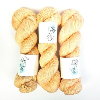 Calico cream neutral hand dyed yarn wool by Fiber Lily Australia semi solid tonal colourway for knitting and crochet 4
